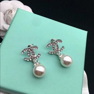 Silver classic pearl drop dangle earrings